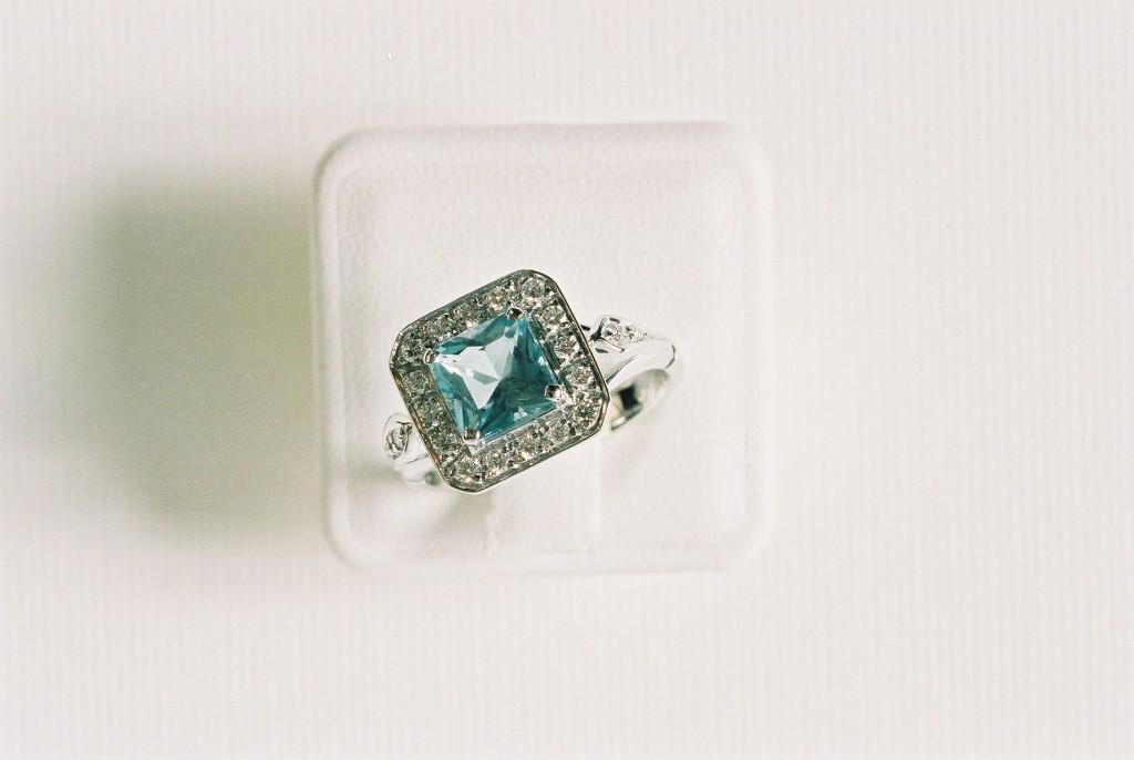 anello con acqua marina e diamanti
